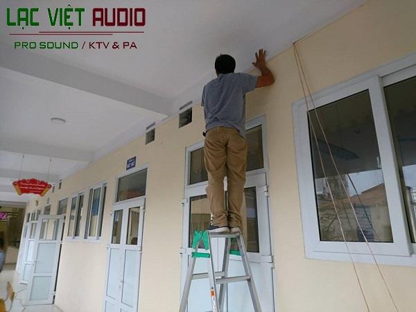 Thi công lắp đặt hệ thống âm thanh thông báo ngoài hành lang