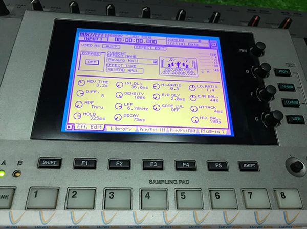 Màn hình điều hành của Yamaha AW4416