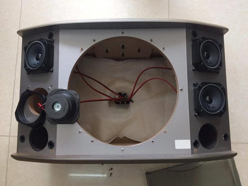 Bên trong BMB 850 có lớp xốp tiêu âm