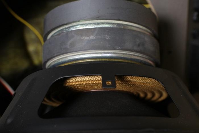 Cách chọn loa BMB bãi xịn là phải có nam châm kép là đặc trưng