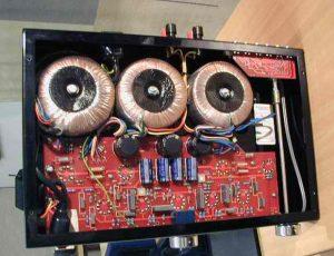 Hình ảnh bên trong cục đẩy class AB tại Lạc Việt Audio