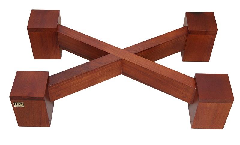 Chân chống loa bằng gỗ luôn có thiết kế cực kỳ độc đáo và ấn tượng