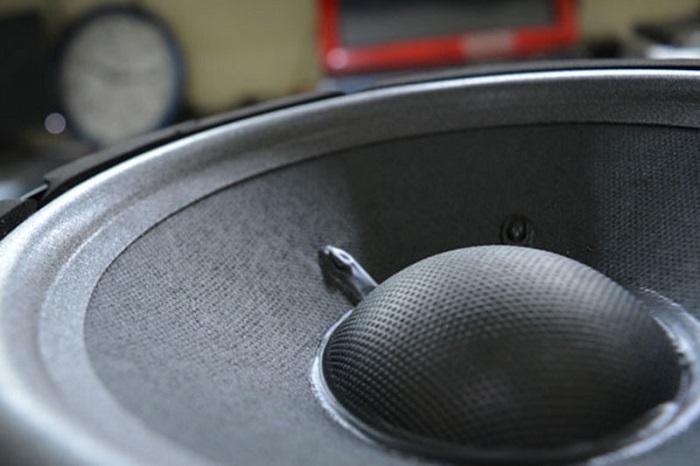 Chi tiết màng loa bass của JBL Ki 82
