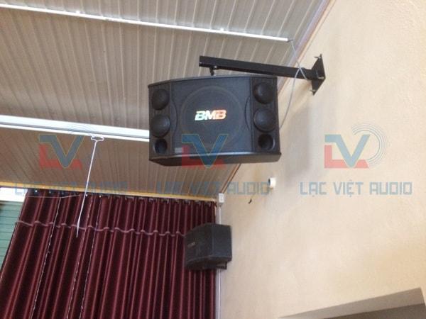 Giá treo loa BMB được Lạc Việt audio lắp đặt cho khách hàng