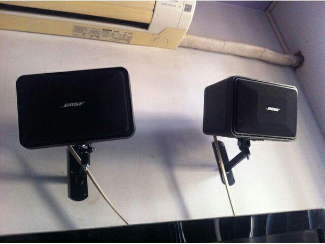 Giá treo loa bose 101 tại Lạc Việt audio sau khi lắp cho khách