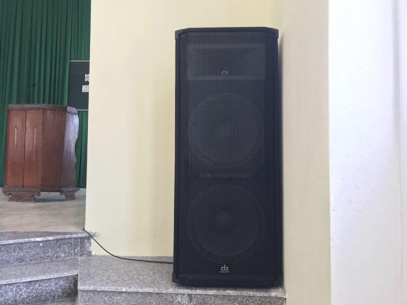 Loa hội trường DB VTX215 cho hội trường xã sẽ cho âm thanh cực hay và chắc tiếng