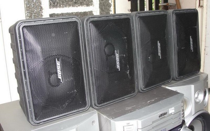 Loa BOSE 101 hàng bãi xịn Mexico tại Lạc Việt Audio thì vỏ nó sẽ bị xấu, vì là hàng bãi mà