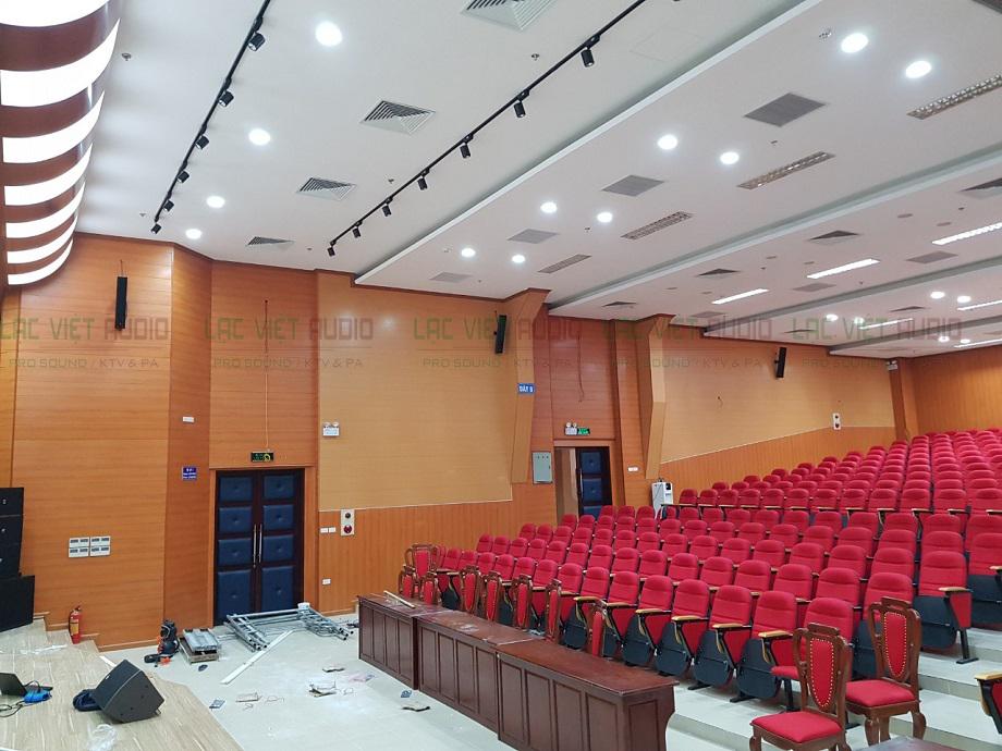 Loa cột trong một dự án lắp đặt âm thanh của Lạc Việt Audio