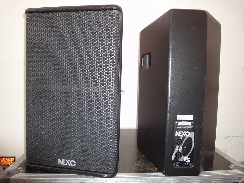 Mặt trước và mắt sau loa NEXO PS 10
