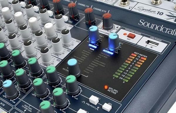 Mixer karaoke gia đình Soundcraft Signature 10