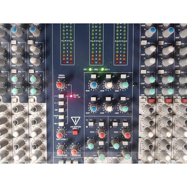 Các nút điều chỉnh âm thanh Mixer Soundcraft LX7II/24