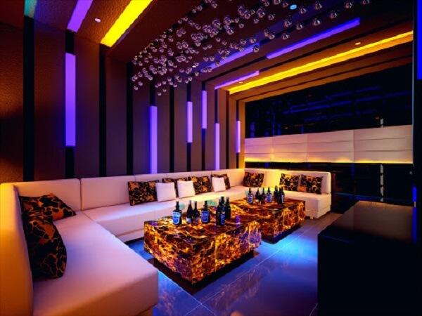 Nội thất phòng karaoke phải thật đẹp, ánh sáng hài hòa bắt mắt