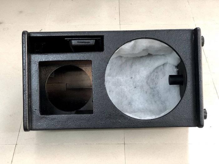 Vỏ thùng bass 30 cho loa karaoke này được làm bằng gỗ thông