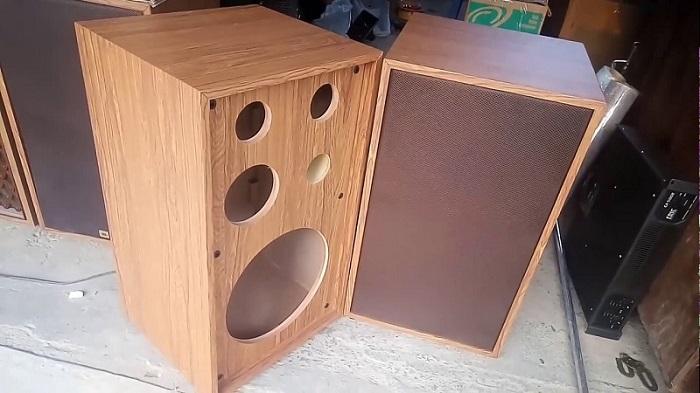 Vỏ thùng loa được làm bằng gỗ thịt
