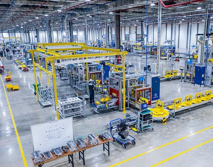 Hình ảnh bên trong một phân xưởng sản xuất linh kiện ô tô