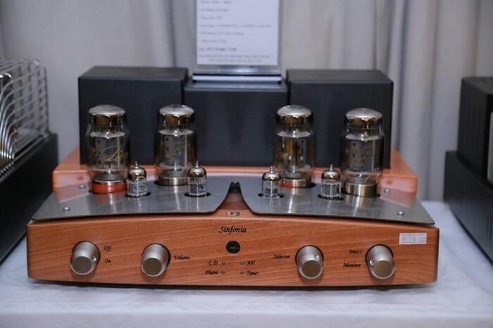 Bóng đèn trong ampli được cấu tạo từ 3 bộ phận chính