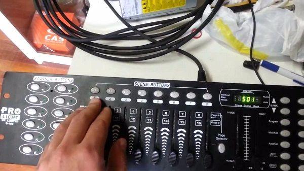 Không khó khăn để sử dụng bàn điều khiển ánh sáng DMX512