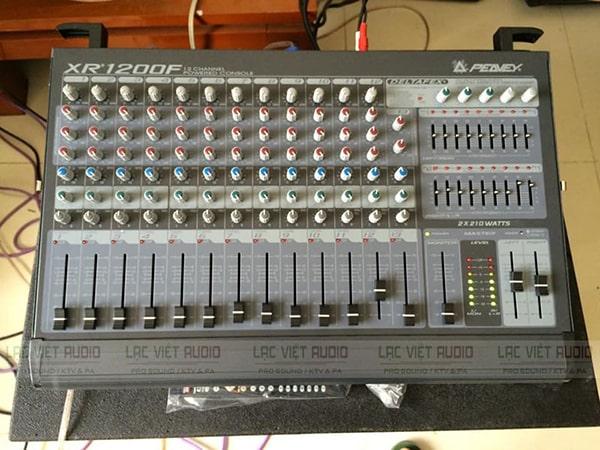 Mixer liền công suất cũ giá rẻ Peavey XR 1200F: 5.500.000 VNĐ