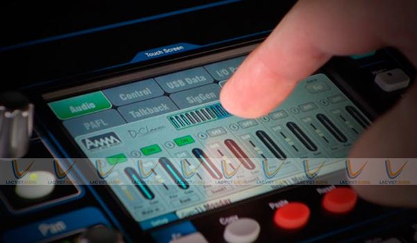 Màn hình cảm ứng của mixer QU 16