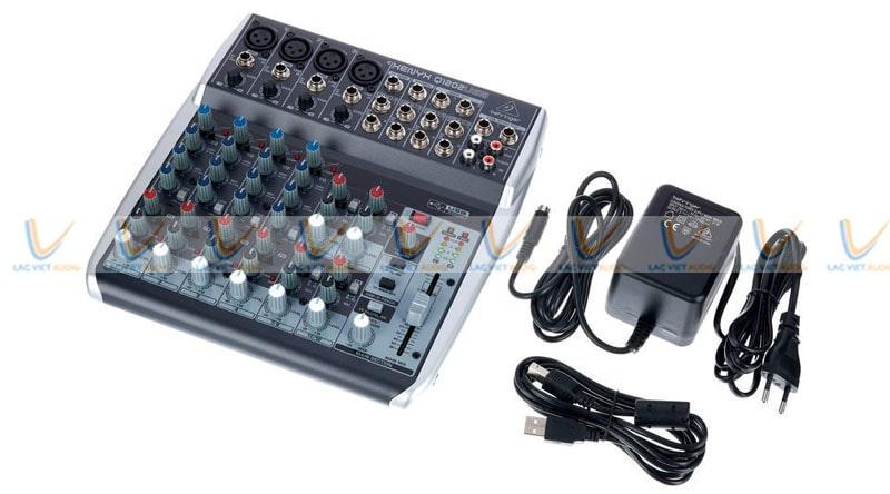 Bộ kết nối của Mixer Behringer Xenyx Q1202USB