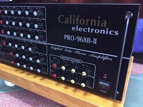 Các núm vặn California PRO 968B được phân biệt bởi màu sắc