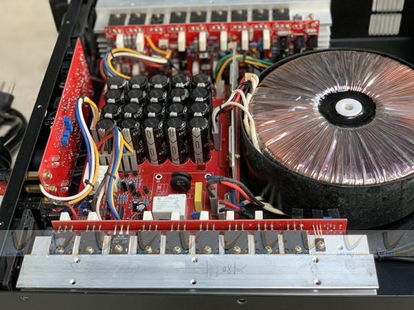 Thiết kế chi tiết bên trong cục đẩy công suất bãi LA 850