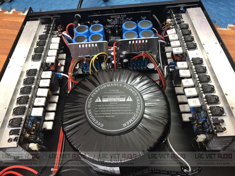 Chi tiết cấu tạo bên trong của một cục đẩy 2 kênh công suất lớn