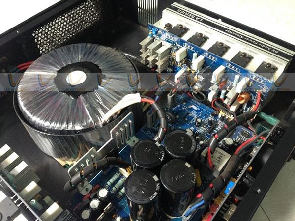 Chi tiết biến áp nguồn xuyến và linh kiện chất lượng cao của cục đẩy bãi DK LA 400
