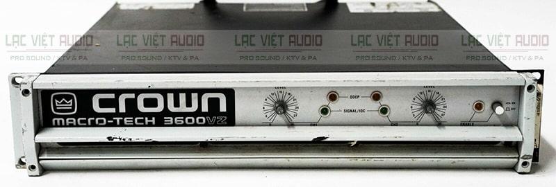 Cục đẩy 2 kênh hàng bãi Crown 3600 có nút điều chỉnh dễ sử dụng cùng hệ thông đèn LED