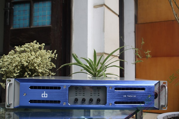 Cục đẩy 4 kênh công suất lớn nhất 1 kênh: 1600W. DB TMD 4130. Giá tham khảo 17.000.000