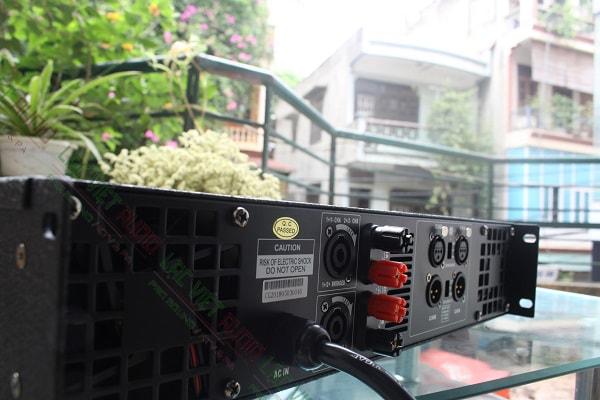 Mặt sau cục đẩy công suất DB TK1600s