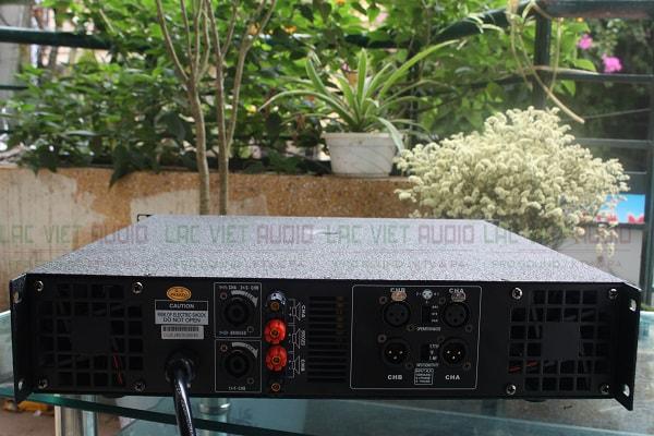 Chi tiết mặt sau của cục đẩy công suất DB TK1600s