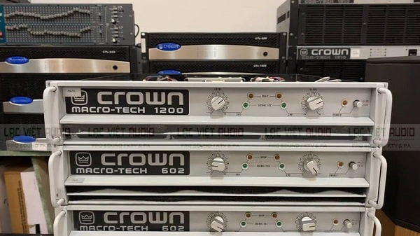 Test chất lượng âm thanh của thiết bị cục đẩy bãi cũ giá rẻ