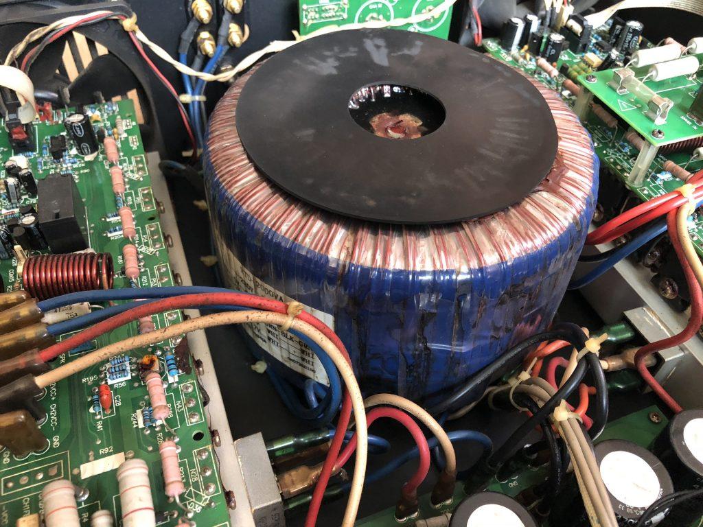 Biến áp xuyến quấn 5300 vòng cho từ tính mạnh nên âm thanh cực hay