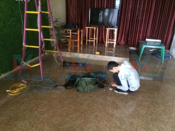 KTV Lạc Việt Audio đang tiến hành lắp đặt thiết bị