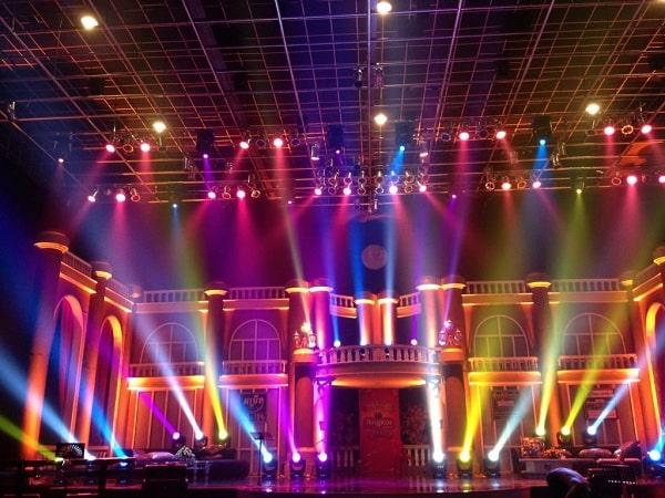 Mua đèn sân khấu giá rẻ chính hãng tại Lạc Việt