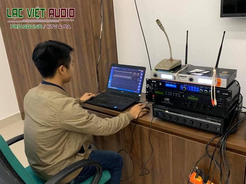 Kỹ sư âm thanh tinh chỉnh vang số