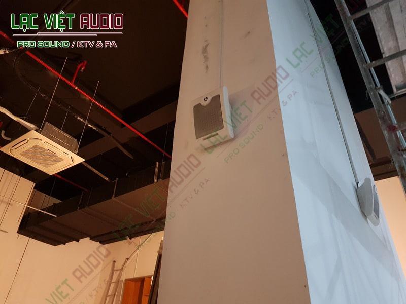 Thiết bị loa treo tường đã lắp đặt