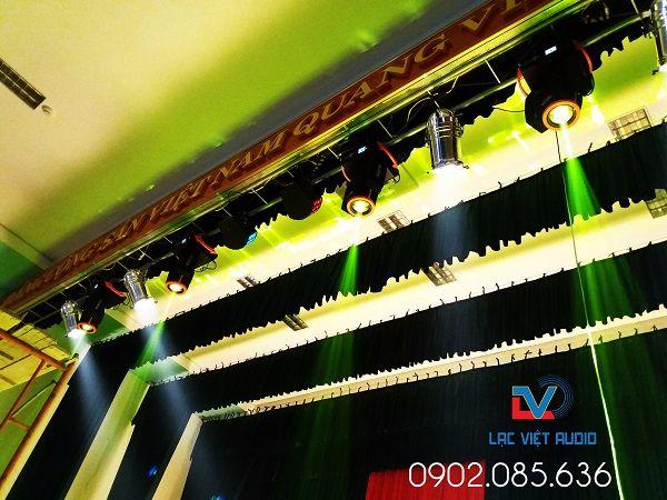 Hệ thống ánh sáng chuyên nghiệp trong hội trường