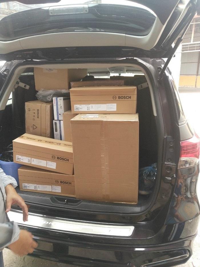 Hàng được Lạc Việt chuẩn bị chuyển đến công trình để lắp đặt