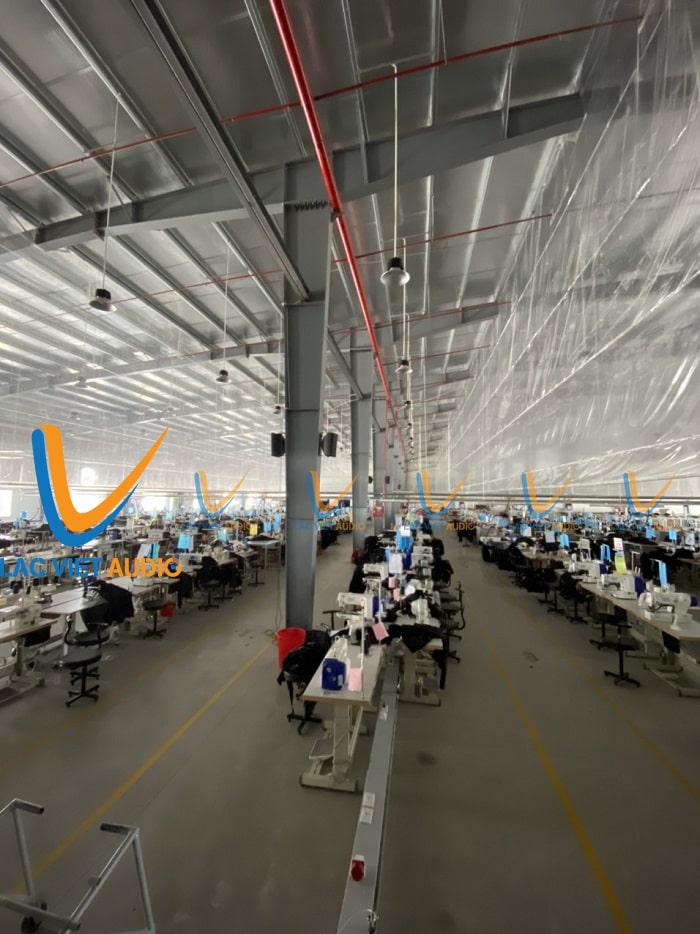 Xưởng may của công ty được trang bị hệ thống loa chuyên nghiệp