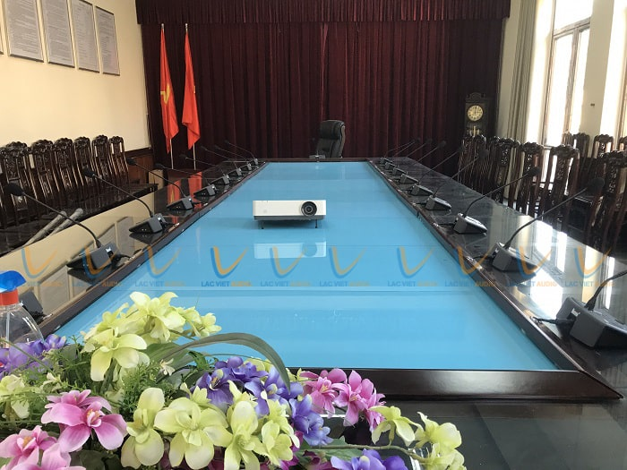 Phòng họp sử dụng hệ thống micro hội nghị cao cấp và chuyên nghiệp