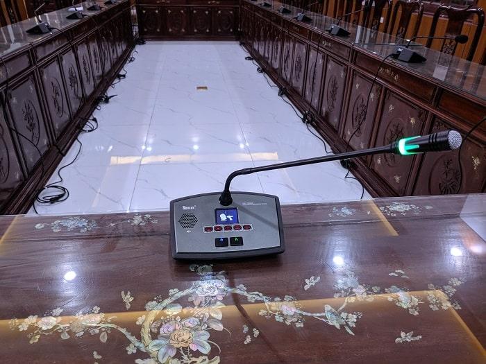 Micro chủ tích có quền ưu tiên các mic đại biểu và quyền ngắt các đại biểu