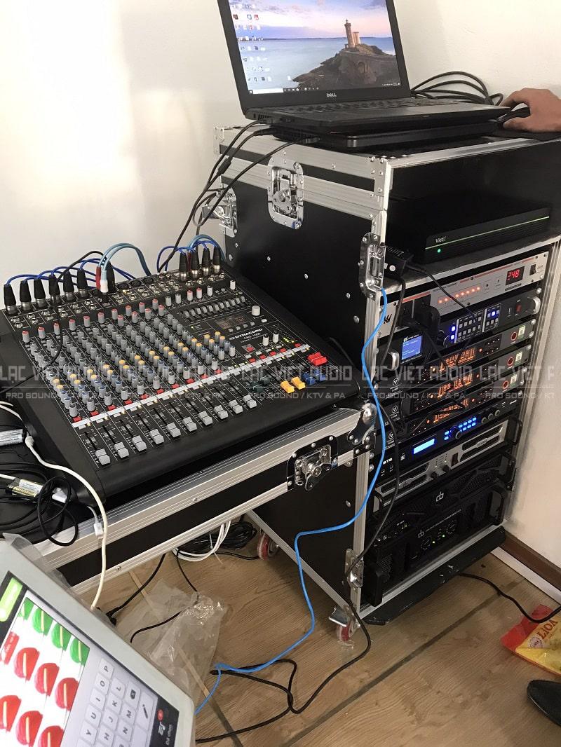 Tủ thiết bị âm thanh và hệ thống điều khiển chuyên nghiệp