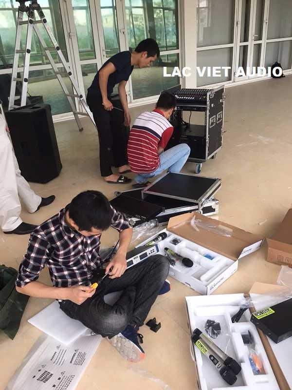 Thiết bị âm thanh được vận chuyển đến và lắp đặt tại hội trường Viện Di Tích