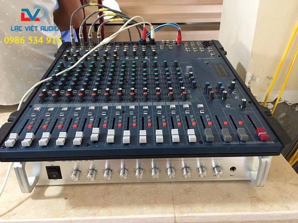 Bàn mixer và amply dùng cho hệ thống âm thanh hội thảo