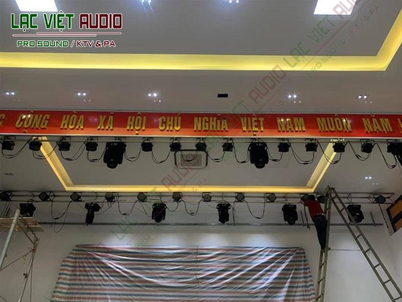 Hệ thống đèn chiếc sáng sân khấu của dự án