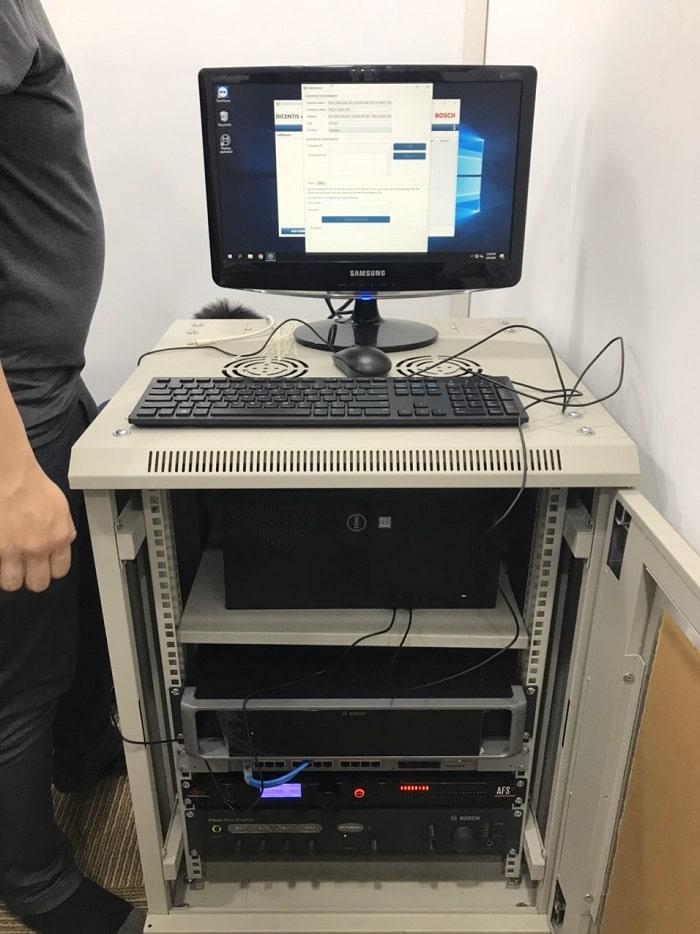 Thiết bị điều khiển được đặt trong tủ kỹ thuật tại khu vực kỹ thuật