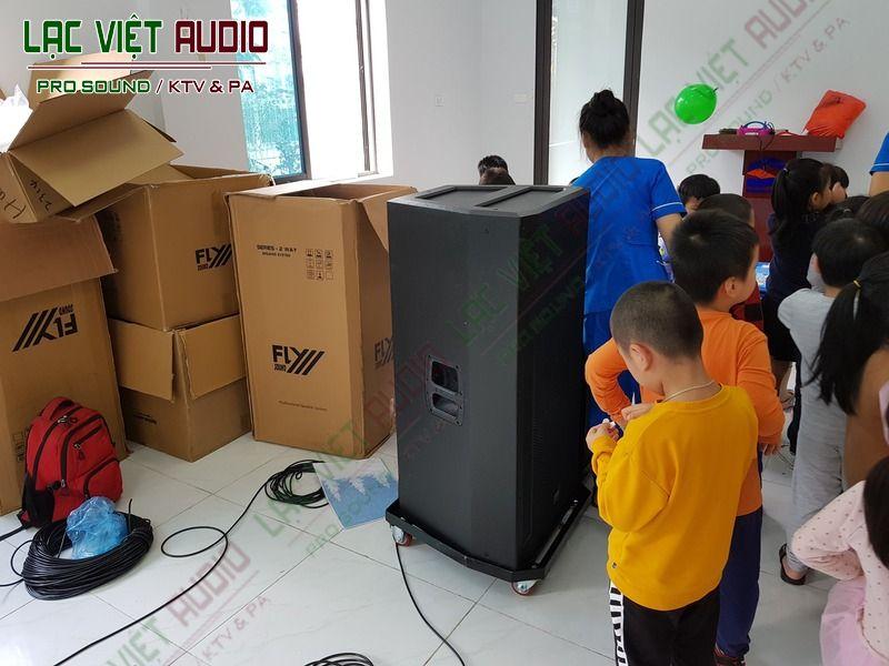vận chuyển các thiết bị loa đến dự án