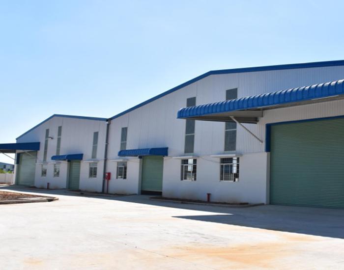 Nhà xưởng bao gồm 2 phân xưởng nằm cạnh nhau nên việc kết nối hệ thống giữa 2 khu vực dễ dàng hơn